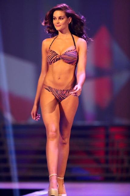 Miss_SA_winner_Rolene_Strauss_in_swimsuit