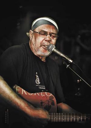 """Kombuis & """"the tall dark man of SA music"""" on Die Boer stage"""