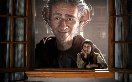 Mark-Rylance-and-Ruby-Barnhill-in-The-BFG