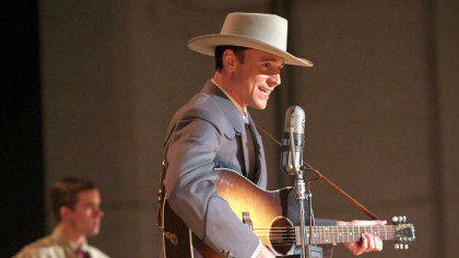 Tom-Hiddleston-as-Hank-Williams-in-I-Saw-The-Light