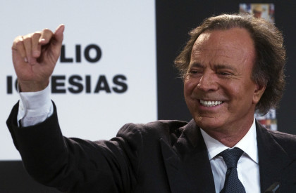 Julio Iglesias bringing World Tour to Cape Town and Jozi