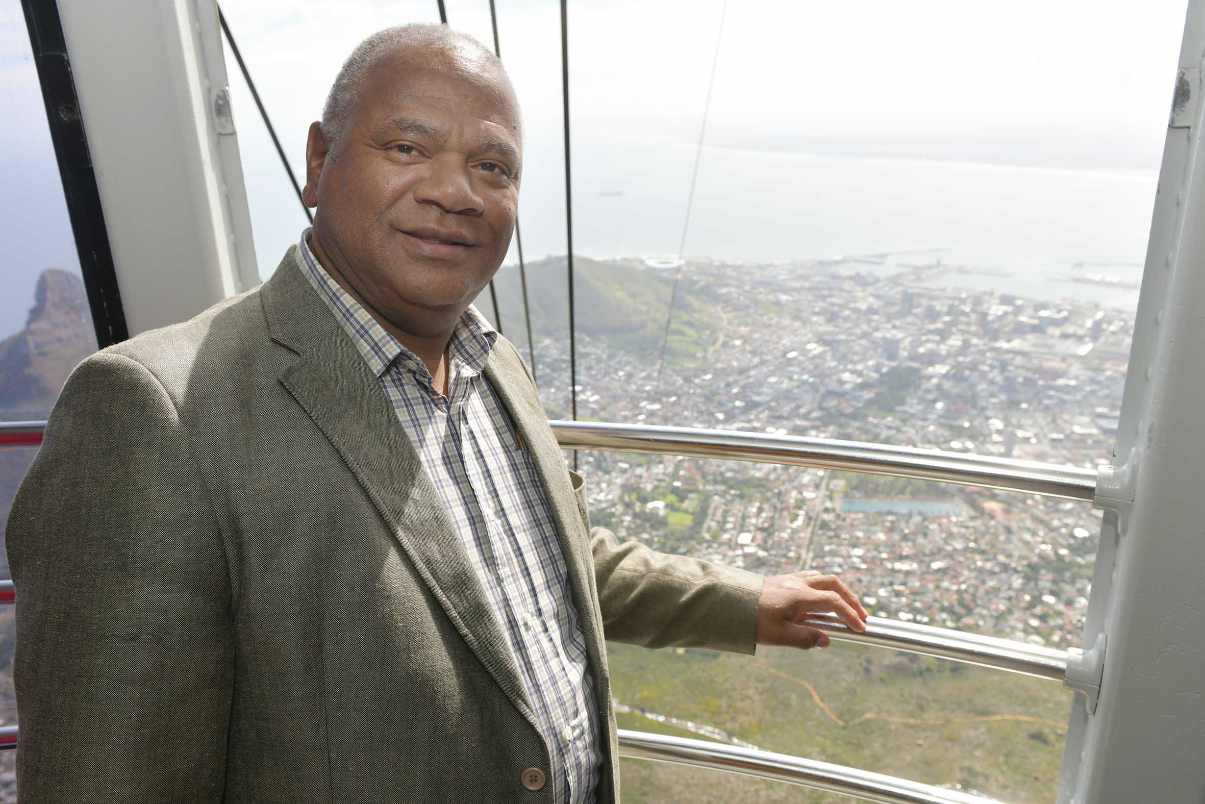 The Mayor of Cape Town congratulates Table Mountain Cableway on turning 90